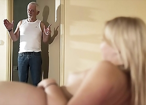 Greeting older man beguile fuck my snatch plus concession for me go for cum