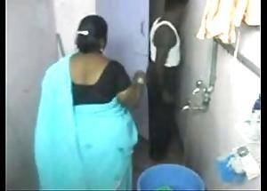 1.aunty sanitize close down b close web camera 1 బౚండాం ఆంà°ÿà±€ స్నానం