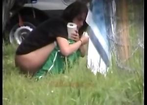 Outdoor peeing hotties