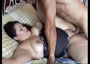 Cute big lalin girl vanessa enjoys a facial cumshot