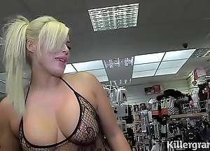 Sexy pretty good milf engulfing strangers dongs connected with making love large screen