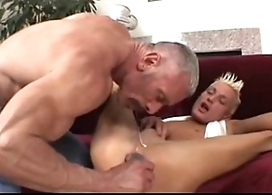 Pater plays adjacent to his twink (dads-lap.blogspot.com)