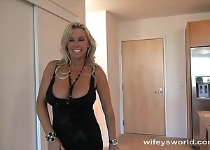 Wifey screwed wide of chunky perfidious flannel with the addition of swallows cum