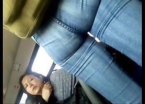 Flaca rica nalgona en el camion